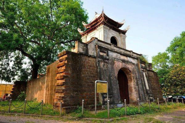 Mua vé máy bay từ Hà Nội đi Vinh giá rẻ nhất - thành cổ Vinh