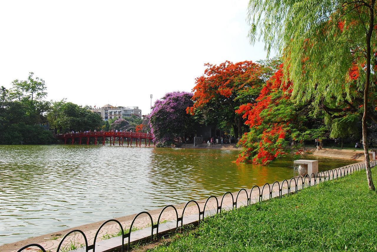 Vé máy bay Vietnam Airlines - Những địa điểm văn hóa hấp dẫn tại Hà Nội