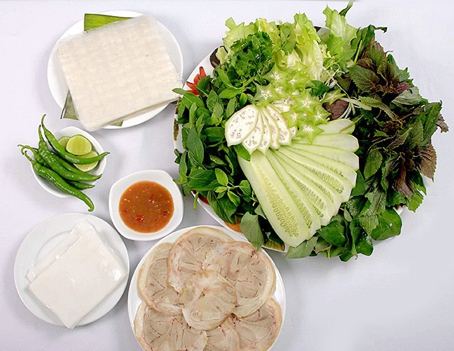 Vé máy bay Vietnam Airlines - Gỏi cuốn thịt heo món ngon xứ Quảng