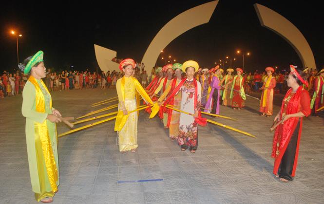 Vé máy bay Vietnam Airlines - Lễ hội chèo cạn, múa bông