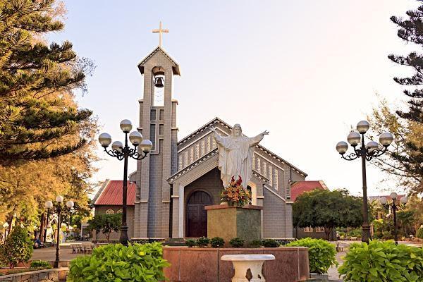 Du lịch Buôn Ma Thuột ghé Nhà thờ Thánh Tâm