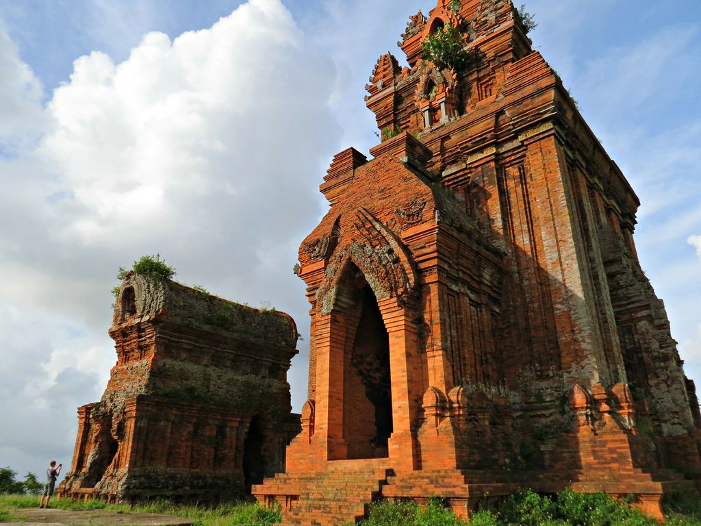 Vé máy bay Vietnam Airlines - Tháp Chăm Bánh