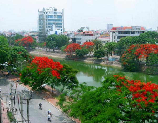 Vé máy bay Vietnam Airlines - Đi dạo vòng quanh hồ Tam Bạc