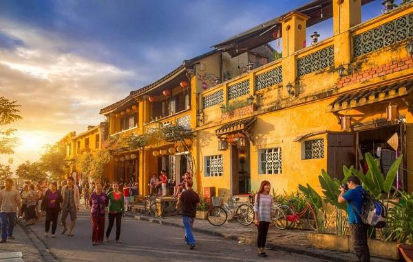 Vé máy bay Vietnam Airlines - Chơi gì ở Hội An?