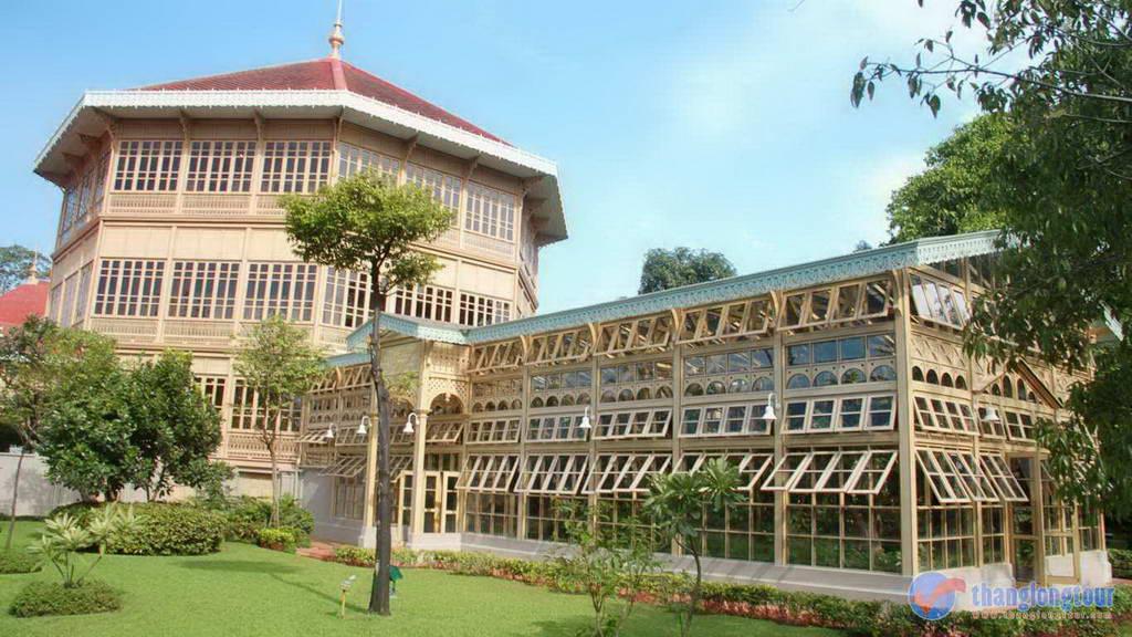 Vé máy bay Vietnam Airlines - Cung điện Vinanmek