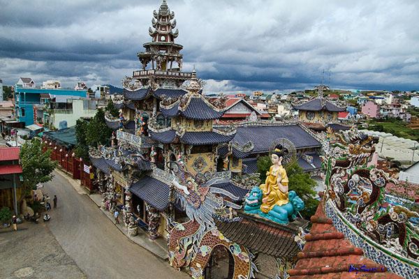 Vé máy bay Vietnam Airlines - Ga Trại Mát – chùa Linh Phước