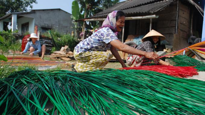 Vé máy bay Vietnam Airlines - Làng chiếu Cẩm Nê