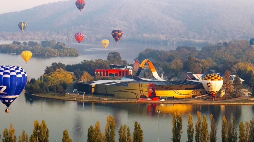 Vé máy bay Vietnam Airlines - Leo lên khinh khí cầu bay quanh thành phố