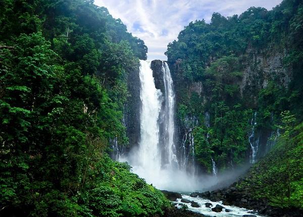 Vé máy bay Vietnam Airlines - Thác nước Maria Cristina