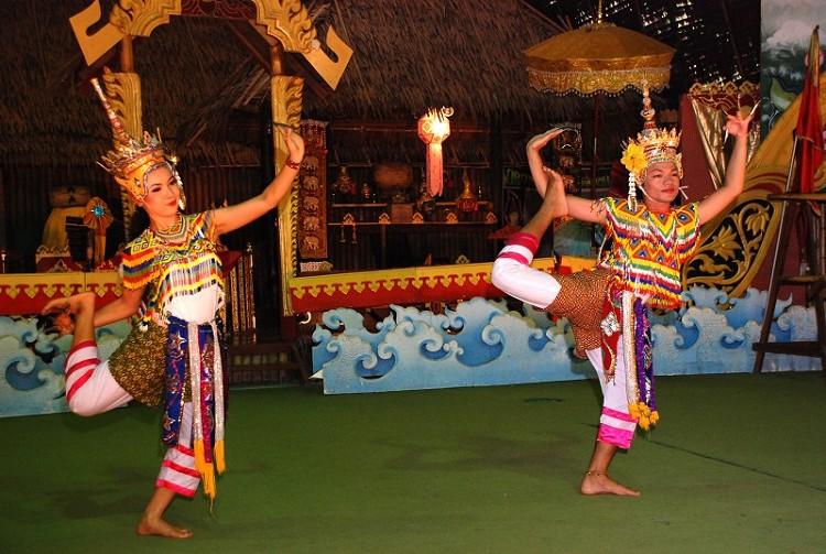 Vé máy bay Vietnam Airlines - Xem múa Thái truyền thống