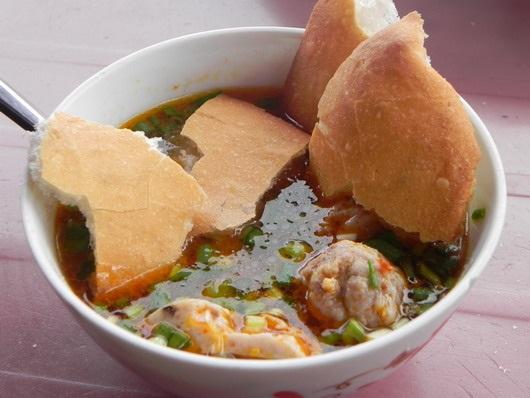 Vé máy bay đi Đà Lạt - Hương vị thơm ngon của Bánh Mỳ Xíu Mại