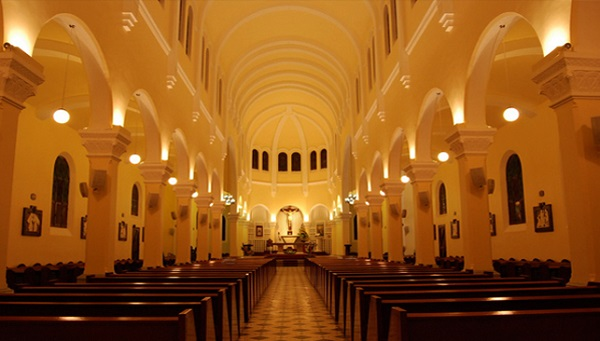 Vé máy bay đi Đà Lạt - Tìm hiểu kiến trúc đặc sắc và cổ xưa ở nhà thờ Tòa Chính