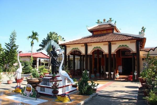 Vé máy bay đi Phú Quốc - Đến thăm đền thờ Nguyễn Trung Trực