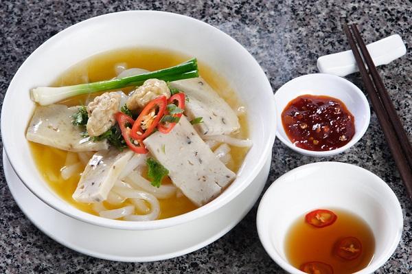 Vé máy bay đi Quy Nhơn - Thưởng thức món bánh canh chả cá