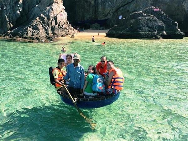 Vé máy bay đi Quy Nhơn - Vui chơi trong biển ở Quy Nhơn