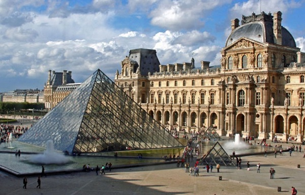 Dạo quanh bảo tàng Louvre