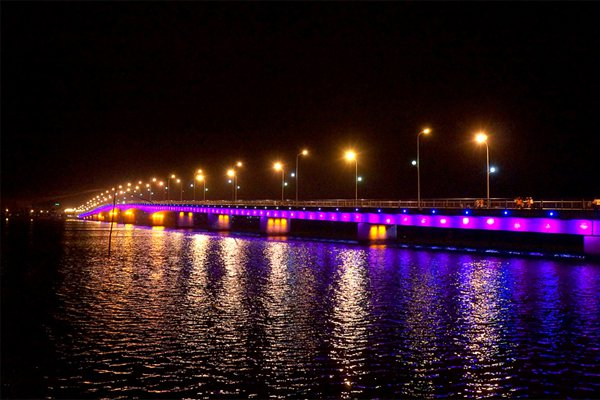 Vẻ đẹp về đêm tại cầu Nhật Lệ