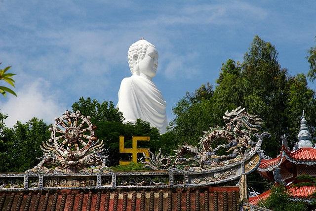 Vé máy bay đi Nha Trang - Vãng cảnh chùa Long Sơn