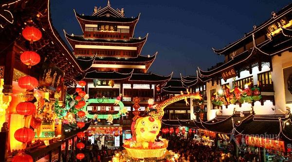Chợ đêm Miếu Thành Hoàng