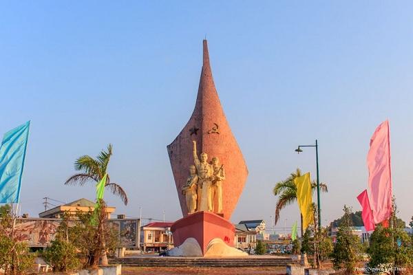 Tượng đài Phan Ngọc Hiển