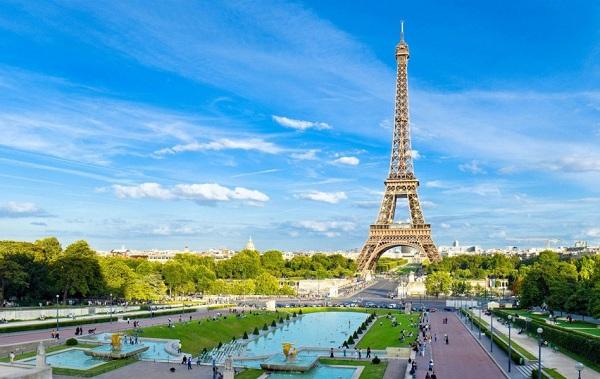 Ngắm mặt trời lặn tại tháp Eiffel