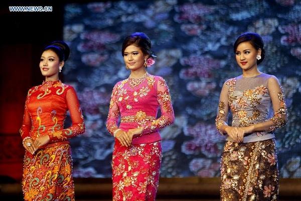 Thử trang phục truyền thống Myanmar