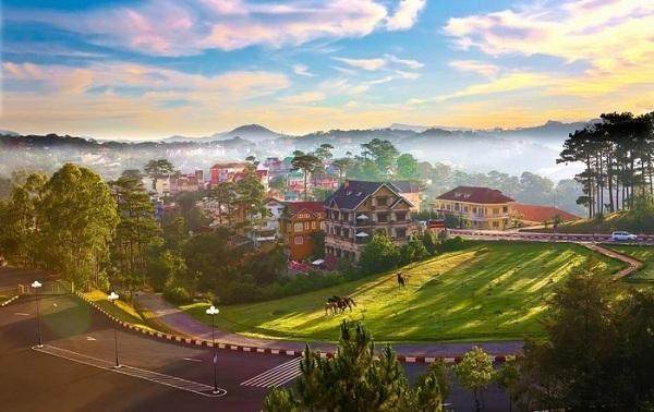 Trốn nóng tại 5 địa điểm du lịch hấp dẫn ở Việt Nam