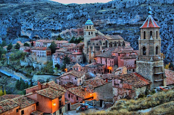 Những thành phố ít người đến nhưng tuyệt đẹp ở Châu Âu