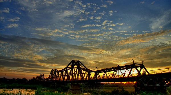 Vé máy bay đi Hà Nội - Thăm Cầu Long Biên