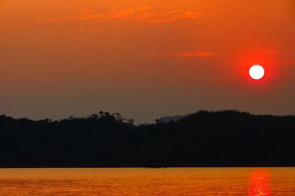 Vẻ đẹp bình yên và thơ mộng hoàng hôn hồ Ea-Kao