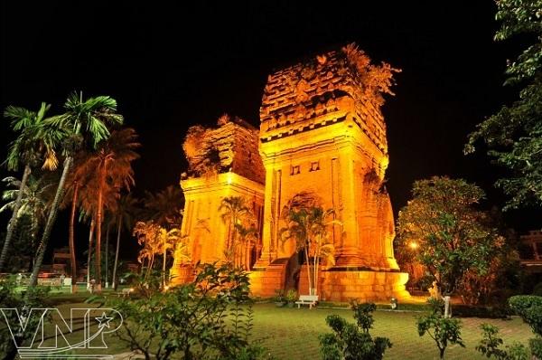 Vé máy bay đi Quy Nhơn - Vẻ đẹp cổ kính tháp Chăm