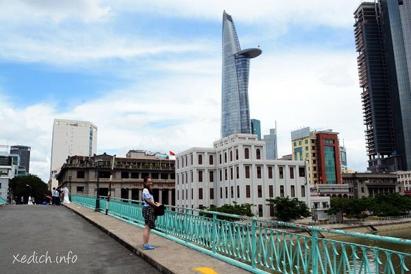 Vé máy bay đi Sài Gòn - Tham quan cầu Mống