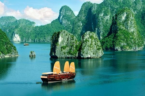 Vịnh Hạ Long (Quảng Ninh)