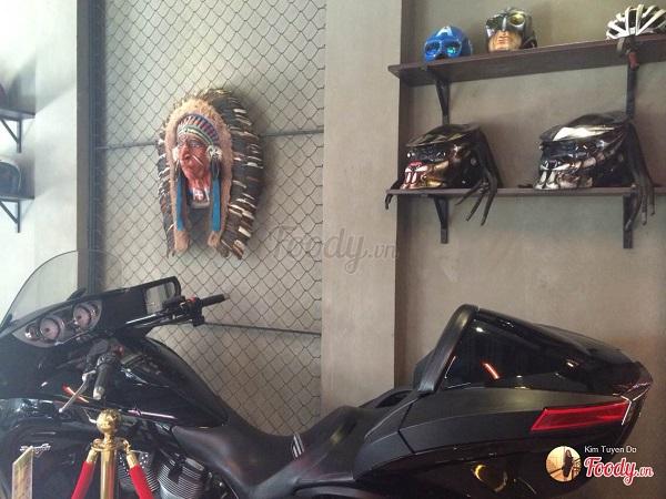 Vé máy bay đi Sài Gòn - Khám phá không gian đồ chơi Moto của Gara Cafe