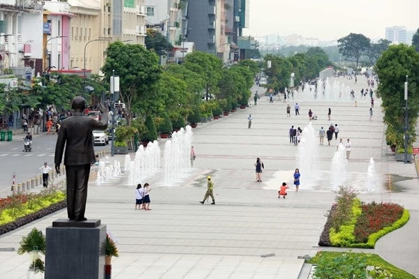 Vé máy bay đi Sài Gòn - Đi dạo tại phố đi bộ Nguyễn Huệ