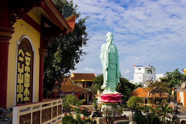 Cùng vé máy bay đi Quy Nhơn đến thăm Long Khánh Tự