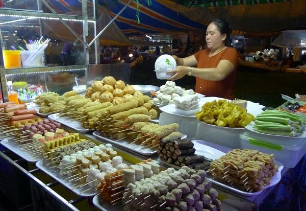Đến Cần Thơ khám phá những món ăn vặt bên bến Ninh Kiều