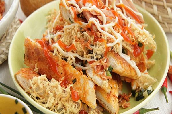 Vé máy bay đi Đà Lạt - Bánh mỳ nướng muối ớt món ăn vặt đường phố