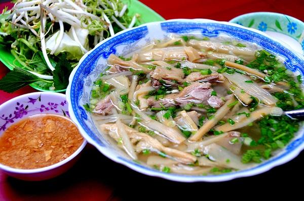 Vé máy bay đi Sài Gòn - Thưởng thức Bún măng vịt