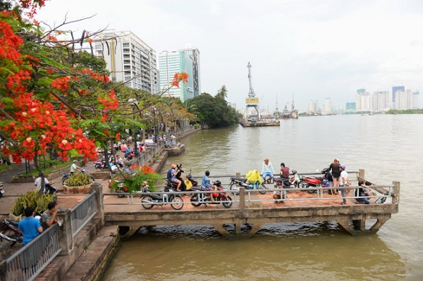 Vé máy bay đi Sài Gòn - Thăm Bến Bạch Đằng