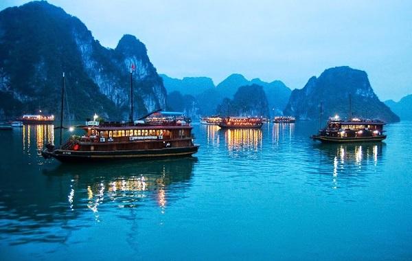 Vẻ đẹp thiên nhiên kì vĩ của Vịnh Hạ Long
