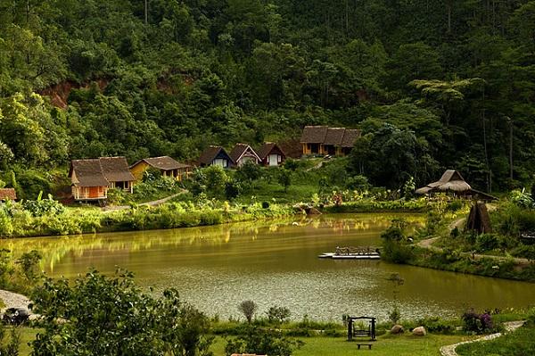 Vé máy bay đi Đà Lạt - Làng Cù Lần nhỏ xinh nằm giữa rừng thông