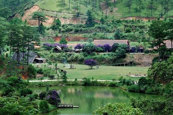 Vé máy bay đi Đà Lạt - Vẻ đẹp yên bình ở Làng Cù Lần