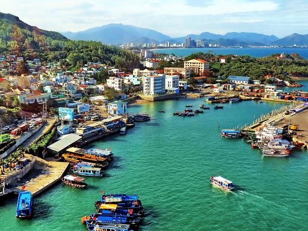 Vé máy bay đi Nha Trang - Thông qua cảng cầu đá dể ra đảo Yến