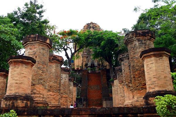 Vé máy bay đi Nha Trang - Vẻ đẹp kiến trúc cổ tháp Bà Ponagar
