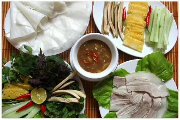 Vé máy bay đi Chu Lai - Bánh tráng cuốn thịt heo