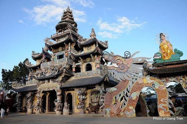 Vé máy bay đi Đà Lạt - Tham quan Chùa Linh Phước