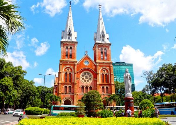 Vé máy bay đi Sài Gòn - Tham quan Nhà thờ Đức Bà