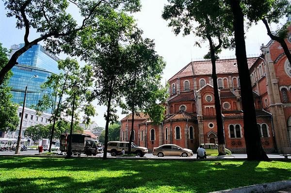Vé máy bay đi Sài Gòn - Nhà thờ Đức Bà