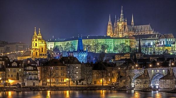 Hướng dẫn viên vô gia cư tô sáng kinh thành Praha